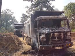 छत्तीसगढ़: राजनांदगांव जिले में नक्सलियों ने सड़क निर्माण कार्य में लगे पांच वाहनों में लगाई आग