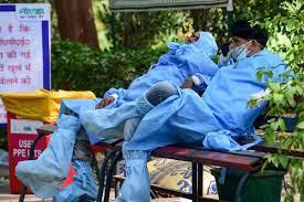 देश में साढ़े चार फीसद से नीचे आई कोरोना की संक्रमण दर